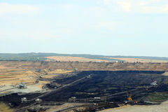Mine de charbon avec des excavatrices et des machines Images libres de droits