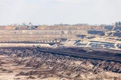 Mine de charbon brune à ciel ouvert Piqûre ouverte Image stock