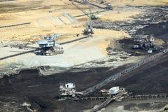 Mine de charbon d'exploitation à ciel ouvert avec des excavatrices et des machines Kostolac image libre de droits