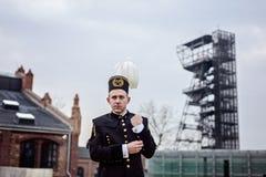 Mineiro do contramestre do homem de funcionamento no uniforme da parada da gala fotografia de stock royalty free