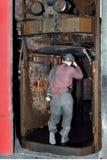 Mineiro para baixo no elevador sob a terra Fotografia de Stock