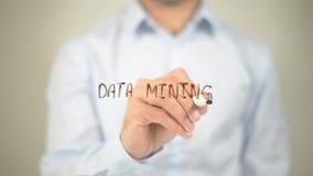 Minería de datos, escribiendo en la pantalla transparente fotos de archivo libres de regalías