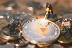 Mineração de Ethereum e conceito virtual da mineração do cryptocurrency; imagem de stock royalty free