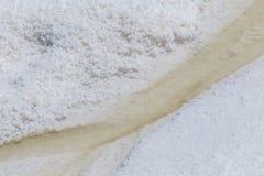 Mineração de sal do mar imagem de stock
