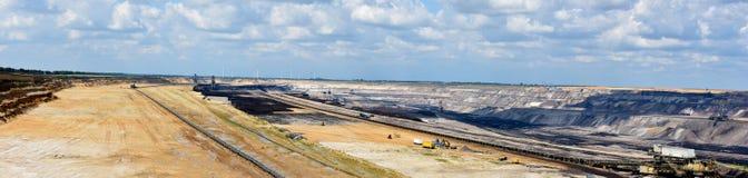 Mineração opencast de carvão de Brown imagens de stock royalty free