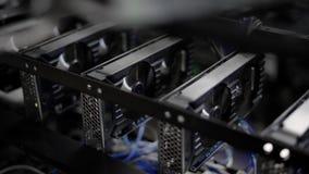 Mineração video da placa gráfica de GPU Exploração agrícola industrial da mineração para o dinheiro do bitcoin e do cryptocurrenc video estoque