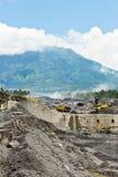 Mineração vulcânica Indonésia da cinza fotografia de stock
