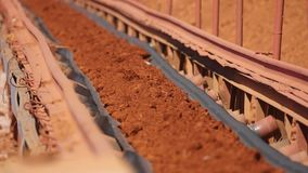 Minerai de courroie de transporteur à l'usine clips vidéos