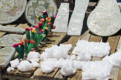 Minerais de sel et souvenirs en cristal de cactus Images libres de droits