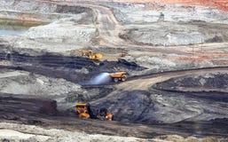 Minerais utiles de production le camion à benne basculante Images libres de droits