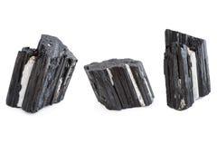 Mineral av den svarta tourmalinen i vit bakgrund Arkivfoton