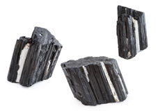 Mineral av den svarta tourmalinen i vit bakgrund Royaltyfri Bild