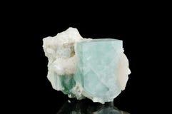 Mineral del cuarzo aislado en balck Imágenes de archivo libres de regalías
