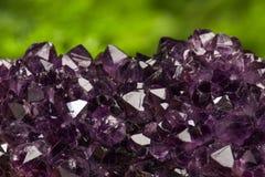 Mineral del cuarzo de la amatista, piedra preciosa de piedra de la roca, ejemplo Fotos de archivo libres de regalías