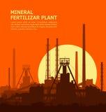 Minerale meststoffeninstallatie bij zonsondergang Stock Afbeelding