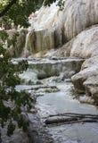 Minerale rots van Bagni San Filippo in Italië stock afbeeldingen