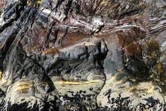 Mineralfelsen in Milford Sound Lizenzfreies Stockbild