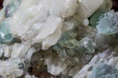 Mineralisk fuurite för stentextur i kvarts Royaltyfri Foto