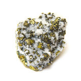 Mineralisk pyrit i kvarts som isoleras på vit Royaltyfria Bilder