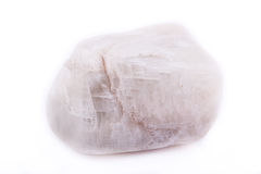 Mineralisk sten Moonstone för makro på vit bakgrund royaltyfria foton