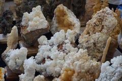 mineralisk struktur för calcite Arkivbilder