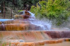 Mineraliskt medicinskt vatten för Pam Thermal Hotel Hot vår royaltyfri bild