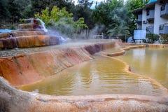 Mineraliskt medicinskt vatten för Pam Thermal Hotel Hot vår royaltyfri fotografi