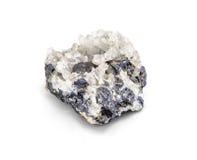 Mineralprobe des metallischen Erzes des Galena ein seltene Erdmineral des Zinks und der Führung lokalisiert auf Weiß mit Beschnei Stockbild