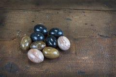 Mineralstenar, med energieffekt, i äggform Arkivbild