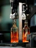 Mineralwasser des Glases bottle Stockfoto