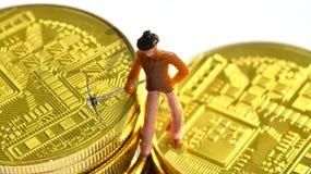 Mineros de Bitcoin en un bitcoin fotografía de archivo