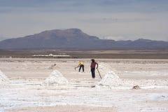 Mineros de sal, Salar de Uyuni Imágenes de archivo libres de regalías