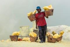 Mineros no identificados del azufre Imagen de archivo libre de regalías
