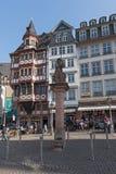 Minervabrunnen на Ист-Сайд Roemerberg, Франкфурта, Германии Стоковая Фотография RF