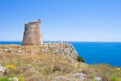 Minervino, Apulien - wandernd zum alten Verteidigungsturm von Minervino lizenzfreies stockfoto