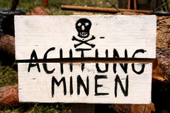 Mines terrestres avertissant en allemand Image libre de droits