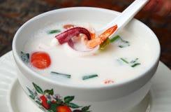 Minestra asiatica piccante con il latte ed i frutti di mare di noce di cocco Fotografia Stock Libera da Diritti