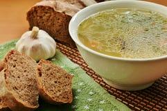 Minestra con il pane di segale e dell'aglio Fotografie Stock Libere da Diritti