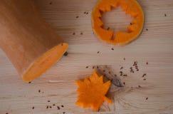 Minestra crema vegetariana da una zucca con i pani tostati Fotografia Stock