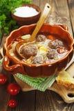 Minestra del cavolo con le polpette ed i pomodori Fotografie Stock