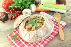 Minestra del pane con i verdi ed i crostini Fotografia Stock Libera da Diritti