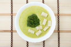 Minestra del purè con broccolo ed i crostini Immagine Stock Libera da Diritti