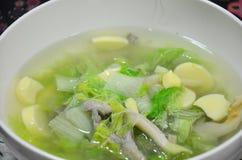 Minestra delicata con la farina delle verdure, della carne di maiale e di fave Fotografie Stock