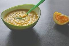 Minestra della patata dolce con finocchio e l'arancia fotografie stock libere da diritti