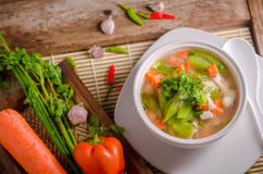 Minestra delle carote e di luffa, alimento tailandese Fotografie Stock