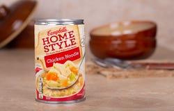 Minestra di pasta del pollo di stile della casa di Campbells fotografia stock libera da diritti