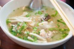 Minestra di pasta vietnamita con carne di maiale Fotografie Stock Libere da Diritti