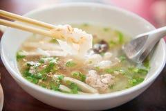Minestra di pasta vietnamita con carne di maiale Immagini Stock