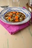 Minestra di pollo sulla vecchia tavola d'annata con le carote e selery sulla cima fotografia stock libera da diritti