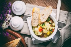 Minestra di verdura casalinga fresca Fotografie Stock Libere da Diritti